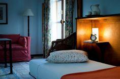 Santa Cruz apartment in Seville (http://www.esapartments.com/en/luxury-apartments/apartment-seville-santa-cruz-a/)