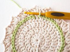 Make a Set of Five Ombre Crocheted Coasters – Crafts DIY – Tuts+ Tutorials Crochet Crafts, Crochet Yarn, Yarn Crafts, Crochet Hooks, Crochet Projects, Crochet Coaster, Thread Crochet, Mug Rug Patterns, Doily Patterns
