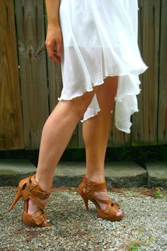 #blogger Christina from The Daily Sugar in a pair of Deb Shops sandals