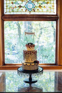 A wonderful cake based on Shana's design by shanamorena, via Flickr Awesome cake design!!