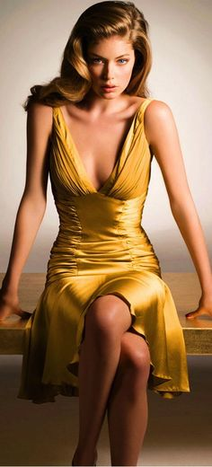 Gorgeous Gold~ id wear sexy/sleek heels, id wear my hair in a very sexy up~do, with a sexy clutch.