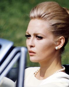 American actress Faye Dunaway as Vicki Anderson in  The Thomas Crown. 2707ae6e253