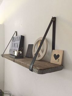 Next Post Previous Post Leren plankdragers – Houten planken Black leather shelf supports, with a scaffold wooden shelf! Black Shelves, Wood Shelves, Shelving, Scaffolding Wood, Diy Home Decor, Room Decor, Interior Desing, Diy Pallet Projects, Craft Projects