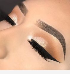 Pretty eyeshadow looks help your eyes looks majestic and has the power to transform your whole look. With pretty makeup looks for brown eyes, here are some ideas. Makeup Eye Looks, Wedding Makeup Looks, Cute Makeup, Glam Makeup, Pretty Makeup, Makeup Inspo, Makeup Ideas, Makeup Hacks, Sleek Makeup