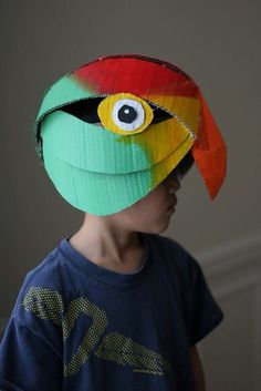 Lots of inspiration, diy & makeup tutorials and all accessories you need to create your own DIY Parrot Costume for Halloween. Cardboard Costume, Cardboard Mask, Cardboard Crafts, Projects For Kids, Diy For Kids, Cool Kids, Art Projects, Crafts For Kids, Mardi Gras