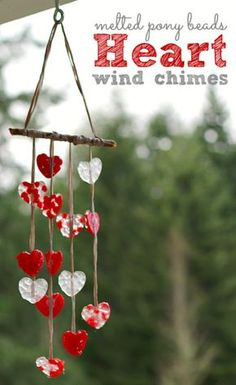 Valentine crafts - Suspension coeurs rouges et blancs