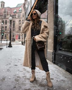 10 Cute Snow Outfits To Try This Winter - Mia Mia Mine White Leather Skirt, Faux Leather Leggings, Combat Boot Outfits, Blank Denim, Best Winter Boots, Turtleneck Bodysuit, Snow Outfit, Loungewear Set, Womens Fashion