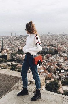 Fashion's Obsession With Supersized Sweaters Just Got Bigger - Street Style Outfits Mode Outfits, Fashion Outfits, Womens Fashion, Fashion Trends, Fashion Fashion, Fashion News, Indie Fashion, Paris Fashion, Latest Fashion