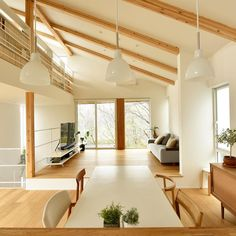 キッチンの目線の先には緑あふれる景色が広がります。ダイニング、リビングとつながるオーソドックスな空間の構成。勾配天井と視線の先の窓の抜け感が広さを感じさせます。 #注文住宅#住宅#新築#家#一戸建て# - ryou_uoyr Luxury Interior, Home Interior Design, Interior And Exterior, Interior Decorating, Japanese Home Decor, Japanese House, Loft Design, House Design, Muji Home