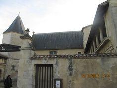 St-Martin-de-Ré, hôtel de Clerjotte.- 4) HISTORIQUE: En 1690, Clerjotte est réquisitionnée aux GABARETS par l'intendant BEGON pour servir d'arsenal à la nouvelle place forte qu'est devenue St Martin de Ré. Des bâtiments pour loges des officiers, puis une aile de communs sur jardin seront ajoutés dans la 2° moitié du 18°s. Arsenal militaire jusqu'au XX°s, classé MH en 1929, dévolu un temps à la Marine, l'Hôtel de Clerjotte est cédé dans les années 1950 à la ville qui l'aménage en musée…