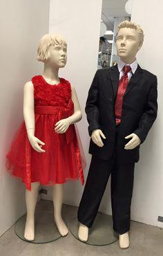 Kinder galakleding voor jongens en meisjes. Zwart jongens pak en rood meisjes jurk.