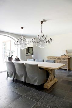 Modern Country inspiration for dining chairs. Fine Dining, Dining Area, Dining Chairs, Dining Table, Gray Interior, Contemporary Interior, Interior Design, Mountain Dream Homes, Double Vitrage