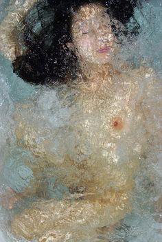 unnderwater self-portraits by Noriko Yabu
