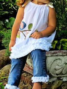 Love the pillowcase dress top with the ruffled leg capri jeans. For the girls, good idea when their pants get too short can use by just sewing on some ruffles. Capri Jeans, Sewing Clothes, Diy Clothes, Dress Sewing, Girl Outfits, Cute Outfits, Toddler Outfits, Diy Vetement, Creation Couture