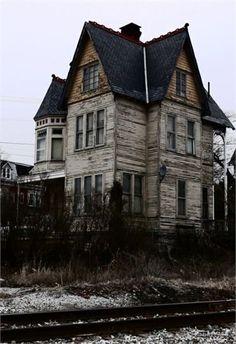 Abandoned Victorian. 956 Linden Avenue, York, Pennsylvania.