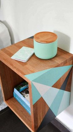 pourrais le joindre à son bureau de travail DIY floating graphic night table