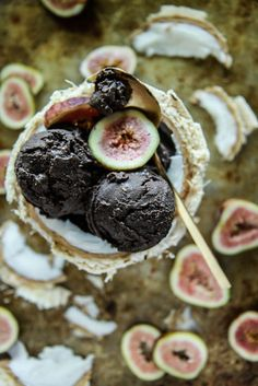 Vegan Dark Chocolate Fig Coconut Ice Cream (sub for honey) Vegan Sweets, Sweets Recipes, Healthy Desserts, Delicious Desserts, Vegan Recipes, Coconut Ice Cream, Vegan Ice Cream, Vegan Dark Chocolate, Organic Chocolate