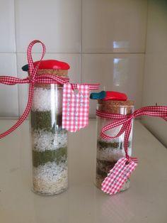 Sale aromatico confezionato in ampolle di vetro con tappo decorato in fimo
