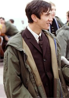 An irresistible nostalgia surrounds Quadrophenia, and the style that came out of the era's mod mentality will forever symbolise the pride and prowess with which the characters dressed. 60s Mod Fashion, Sporty Fashion, Ski Fashion, Fashion Women, Winter Fashion, Vintage Fashion, Mod Suits, Fred Perry Polo Shirts, Fishtail Parka