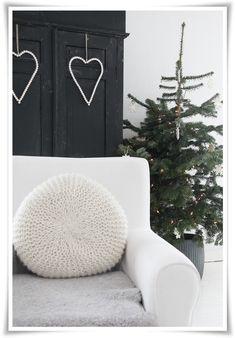 just love the idea of a dark smokey grey headboard....  heart of creamy buttons made w/ wire....