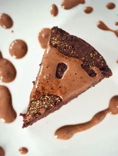 Luontaisesti makeutettu, rasvaton/öljytön punajuuri-suklaakakku // Happythymes blog