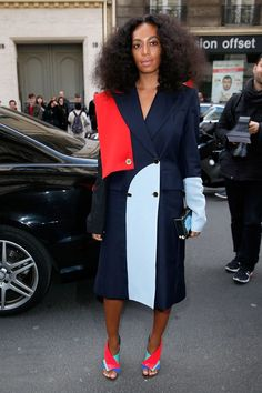 Solange Knowles is renowned for her street style game. Click in to see some of our favorite Solange Knowles street style looks. Solange Knowles, Fashion Week Paris, Celebrity Dresses, Celebrity Style, Streetwear, The Vivienne, Looks Style, Mode Inspiration, Red Carpet Fashion