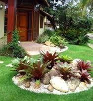 Resultado de imagem para canteiro de jardim com madeira