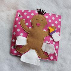 « Le bébé de couche » - une seule page pour ajouter à votre livre personnalisé ! La page parfaite pour un nouveau grand frère ou une sœur. Amusez-vous à faire semblant et de jouer à changer le bébé. Ouvrir et fermer la couche et utiliser les lingettes - et nourrir bébé une bouteille ! Couche s'attache avec Velcro et bouteille se fixe à la page avec Velcro. Livres déveil sont une excellente façon de garder vos petits occupés et lapprentissage au cours de léglise, médecin rendez-vous, voyages…