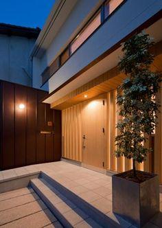 平屋のコートハウスの部屋 玄関-夜景