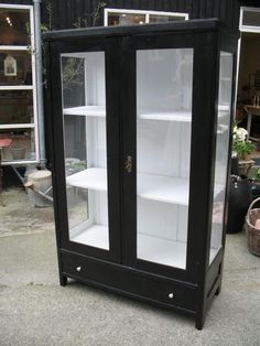Skåp Furniture Makeover, Furniture Decor, Painted Furniture, Art Deco Living Room, Black Cabinets, China Cabinet, Shabby Chic, White Decor, Black And White