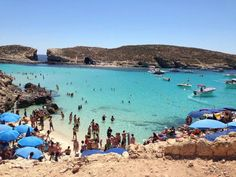 A crowded sunny day in Blue Lagoon, Malta. You can swim between the islands! Beautiful Places To Visit, Oh The Places You'll Go, Places To Travel, Malta Restaurant, Malta Holiday, Travel Around The World, Around The Worlds, Malta Beaches, Spain And Portugal