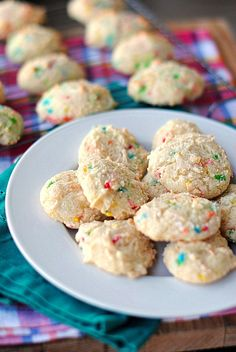 Skinny funfetti cookies made with just 3 ingredients and SO EASY!!! Funfetti cake mix, yogurt, and eggs!! And only 78 cal/cookie and 1g protein!!!