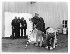 Avedon at work on The American West Richard Avedon Portraits, Richard Avedon Photography, Famous Photographers, Portrait Photographers, Louisiana Museum, Into The West, Digital Photography School, Celebrity Travel, Man Ray