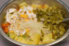Zemiakový šalát s majonézou pozná asi každý z vás. Na jeho príprave nie je nič zložité. Šalát nerobím veľmi často, ale na sviatky vianočné a veľkonočné nesmie na našom stole chýbať. Zemiaky vyberám šalátové typu A, ktoré sa nerozvárajú. Každá rodina, každý kamarát ktorého poznám, má svoj obľúbený recept. Potato Salad, Curry, Potatoes, Mexican, Ethnic Recipes, Food, Curries, Eten, Meals