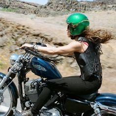 PHOTOGRAPHY OF LANA MACNAUGHTON | WOMEN'S MOTORCYCLE EXHIBITION