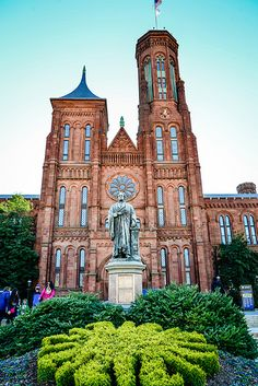˚Smithsonian Castle on the National Mall - Washington DC