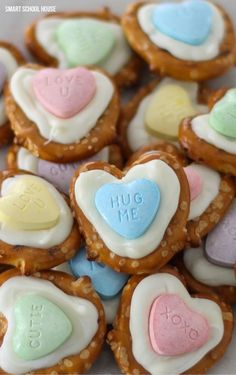 Heart Pretzels for Valentine's Day – so cute and easy! Turn pretzel twists i… Heart Pretzels for Valentine's Day – so cute and easy! Turn pretzel twists into tiny hearts using this simple technique. Top with a heart candy! Valentines Party Decorations, Candy Decorations, Valentines Day Treats, Holiday Treats, Holiday Recipes, Kids Valentines, Valentine Recipes, Valentine Party, Walmart Valentines