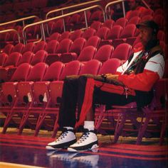 Michael Jordan wearing Air Jordan IX