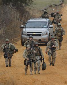 FBI-HRT(hostage rescue team) y SWAT.