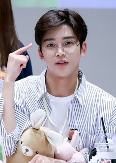 """rowoon pics #sf9 on Twitter: """"180916 © stay with rowoon #로운 #ROWOON @SF9official… """" Jung Hyun, Kim Jung, K Pop Idol, Kpop, Smart Casual Menswear, Foto Poster, Cute Asian Guys, Kdrama Actors, Hanbin"""