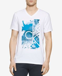 a classic fit v-neck t-shirt featuring soft cotton fabric and an artistic splatter paint logo print design. Calvin Klein Men, T Shart, Independent Clothing, Calvin Klien, Mens Trends, Camisa Polo, Men's Wardrobe, Men Street, Men's Clothing