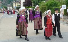 Valley of Villards FolkCostume&Embroidery: Costumes of Montaimont and the Villards valley, Maurienne, Savoy, France