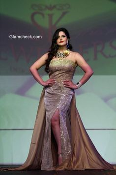 Zarine Khan walks the ramp in Amy Billimoria outfit and jewelleries by S K Jewellers Beautiful Bollywood Actress, Beautiful Indian Actress, Indian Celebrities, Bollywood Celebrities, Indian Gowns Dresses, Girls Dresses, Zarine Khan Hot, Celebrity Style Dresses, Actress Priya