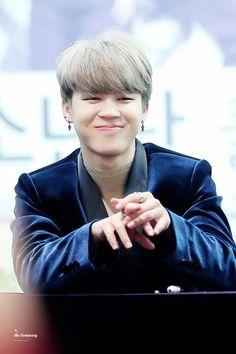 Jimin ❤ BTS at the Yongsan Fansign #BTS #방탄소년단
