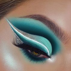 [New] The 10 Best Eye Makeup Ideas Today (with Pictures) - is using our White Rabbit Fix Line Gel Eyeliner to get this icy look. We love iiiiit. Cute Eye Makeup, Makeup Eye Looks, Beautiful Eye Makeup, Creative Makeup Looks, Colorful Eye Makeup, Eye Makeup Art, Crazy Makeup, Eyeshadow Makeup, Makeup Inspo