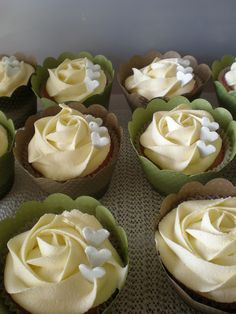 Green & Brown wedding cupcakes by Just Cake by Em cutteee! Just Cakes, Cakes And More, Mini Cakes, Cupcake Cakes, Cupcake Toppers, Cakepops, Wedding Cupcakes, Flower Cupcakes, Wedding Cake