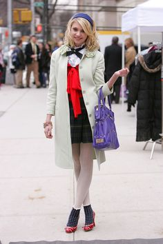 Accessorize your school uniform like Gossip Girl's Blair Waldorf, Serena van der Woodsen, and Jenny Humphrey. See the fashion inspirations here! Gossip Girl Jenny, Gossip Girls, Gossip Girl Series, Moda Gossip Girl, Estilo Gossip Girl, Gossip Girl Outfits, Gossip Girl Blair, Gossip Girl Fashion, Gossip Girl Uniform