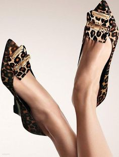 Burberry Spotted shoes - makes my heart beat a little bit faster! Shoe Boots, Shoes Sandals, Shoe Bag, Cute Shoes, Me Too Shoes, Animal Print Fashion, Animal Prints, Leopard Prints, Cheetah Print