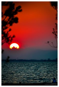 Explore Macedonia: Thessaloniki sunset, Greece (by Panagiotis Metallinos) Beautiful World, Beautiful Places, Macedonia Greece, Thessaloniki, Sky And Clouds, Sunrises, Greek Islands, Santorini, Sunlight