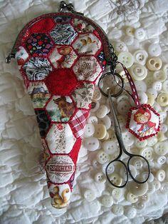 Chez Mimi Bouton: Beautiful scissors holder.